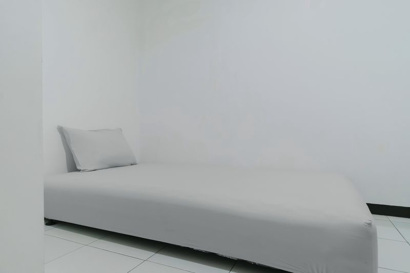 Kost Cozy Single Bed B  Bedroom Kost Antapani Black And White House 0