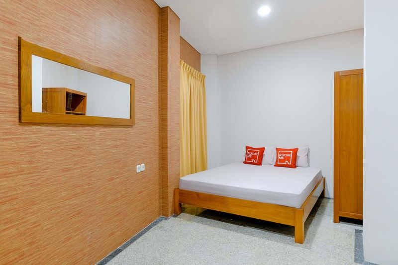 Kost Spacious Spacious Twin Bed  Bedroom RoomMe Menteng Rembang